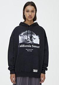 PULL&BEAR - CALIFORNIA SUNSET - Mikina skapucí - black - 0