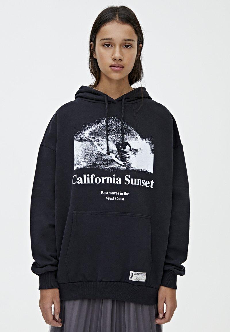 PULL&BEAR - CALIFORNIA SUNSET - Mikina skapucí - black