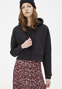 PULL&BEAR - MIT KAPUZE UND REISSVERSCHLUSS - veste en sweat zippée - black - 3
