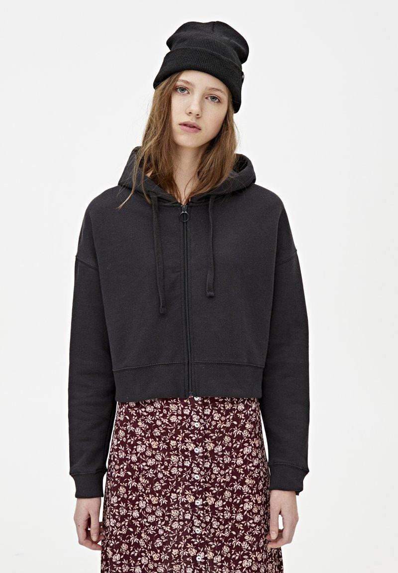 PULL&BEAR - MIT KAPUZE UND REISSVERSCHLUSS - veste en sweat zippée - black