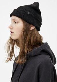 PULL&BEAR - MIT KAPUZE UND REISSVERSCHLUSS - veste en sweat zippée - black - 4