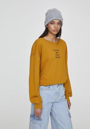 BASIC-SWEATSHIRT MIT FARBLICH ABGESETZTEM SLOGAN 05596300 - Sweater - yellow