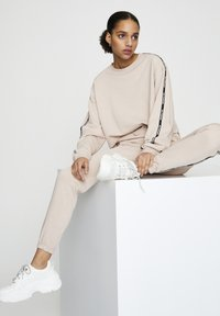 PULL&BEAR - Sweatshirt - mottled rose - 4