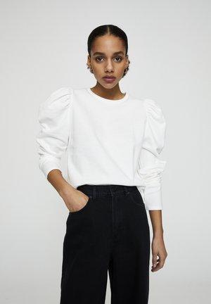 MIT PUFFÄRMELN  - Sweatshirt - white