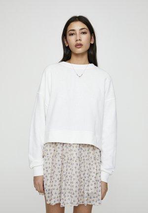 MIT RUNDAUSSCHNITT - Sweater - white