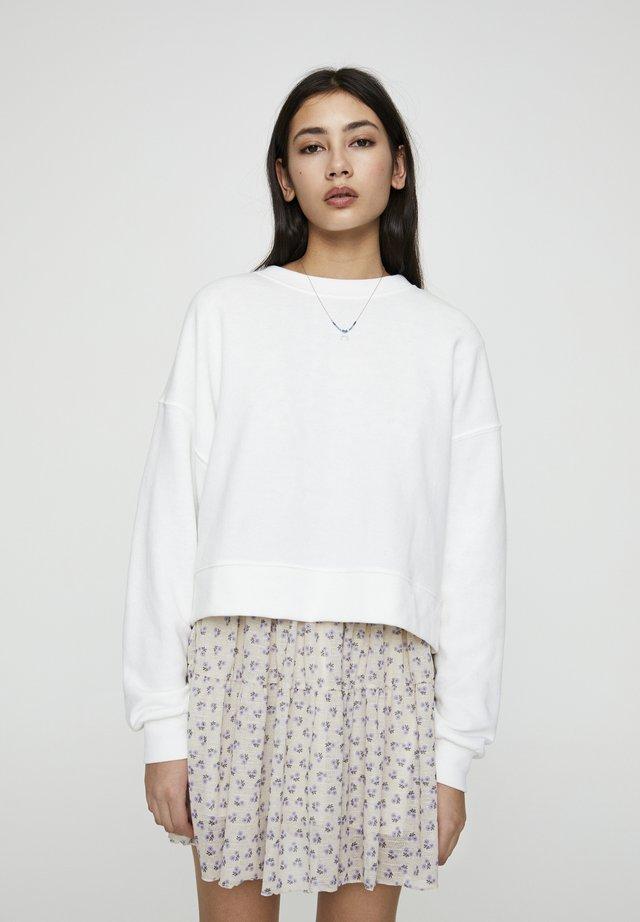 MIT RUNDAUSSCHNITT - Sweatshirts - white