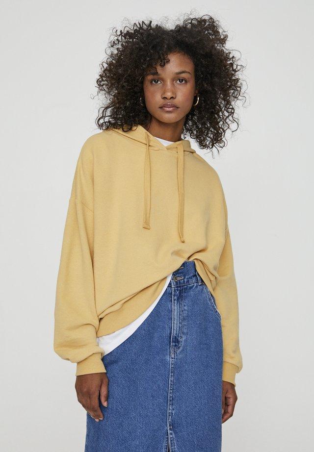 MIT KAPUZE UND TASCHE  - Bluza z kapturem - light yellow