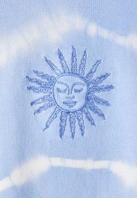PULL&BEAR - MIT SONNE - Sweatshirt - light blue - 4