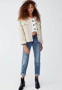 PULL&BEAR - MIT HOHEM BUND - Jeans slim fit - blue - 1