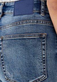 PULL&BEAR - MIT HOHEM BUND - Jeans slim fit - blue - 4