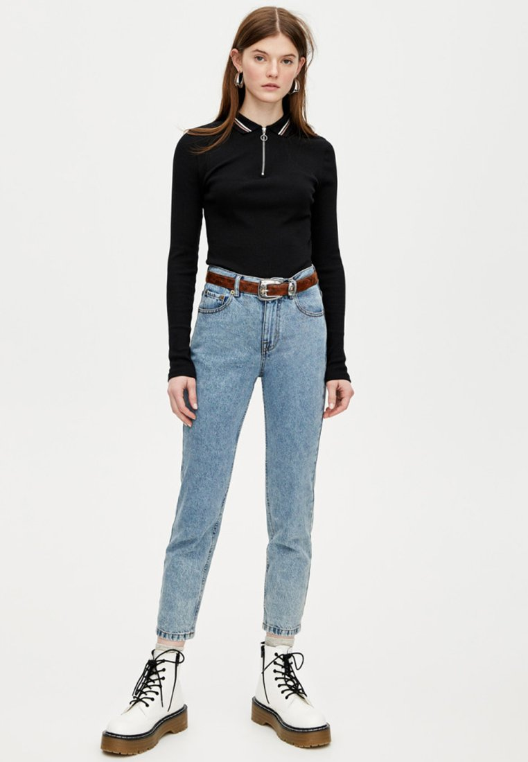 PULL&BEAR - BASIC MOM - Jeans Tapered Fit - stone blue denim