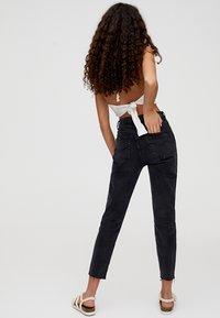 PULL&BEAR - MIT HOHEM BUND - Slim fit jeans - black - 2