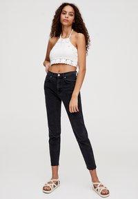 PULL&BEAR - MIT HOHEM BUND - Slim fit jeans - black - 1