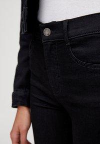 PULL&BEAR - MIT HALBHOHEM BUND - Jeans Skinny Fit - black - 3