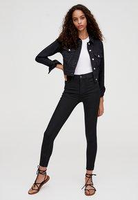 PULL&BEAR - MIT HALBHOHEM BUND - Jeans Skinny Fit - black - 1