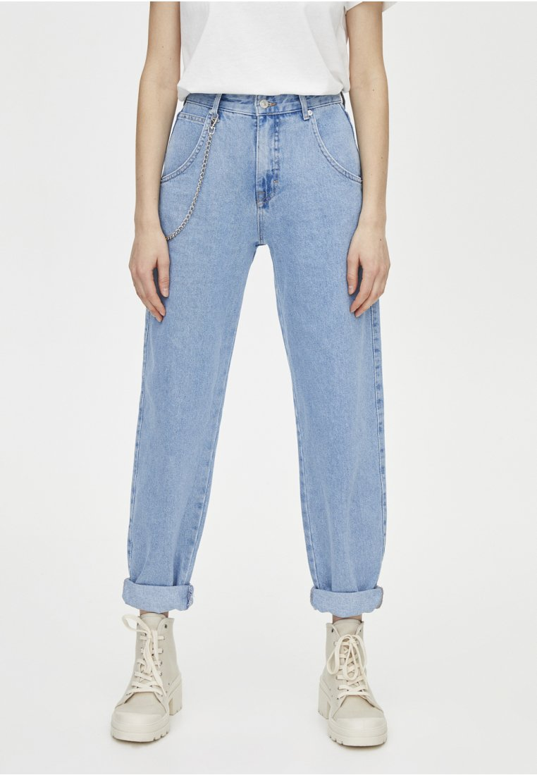 PULL&BEAR - SLOUCHY MIT KETTE - Straight leg jeans - light blue