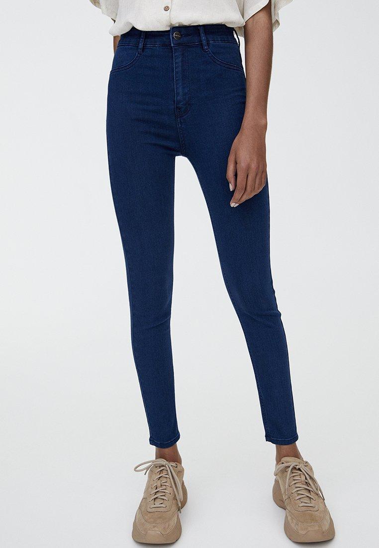 PULL&BEAR - MIT HOHEM BUND - Jeans Skinny Fit - blue denim