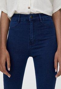 PULL&BEAR - MIT HOHEM BUND - Jeans Skinny Fit - blue denim - 3