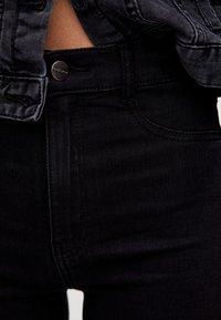 PULL&BEAR - MIT HOHEM BUND - Jeans Skinny Fit - black - 3