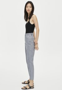 PULL&BEAR - MOM FIT - Straight leg jeans - grey - 3
