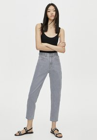 PULL&BEAR - MOM FIT - Straight leg jeans - grey - 1