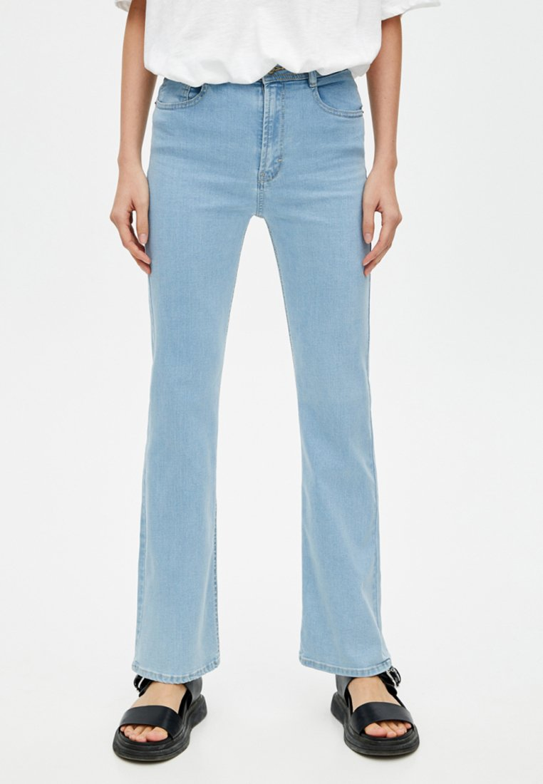PULL&BEAR - JOIN LIFE  - Bootcut jeans - light blue