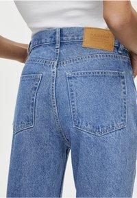 PULL&BEAR - MOM MIT HOHEM BUND - Slim fit jeans - blue - 4