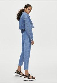 PULL&BEAR - MOM MIT HOHEM BUND - Slim fit jeans - blue - 2