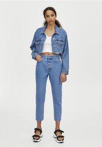 PULL&BEAR - MOM MIT HOHEM BUND - Slim fit jeans - blue - 0