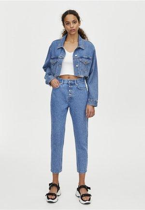 MOM MIT HOHEM BUND - Slim fit jeans - blue