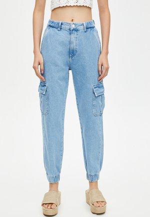 CARGO MIT ELASTISCHEM SAUM - Jeans Tapered Fit - light blue
