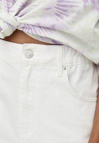 PULL&BEAR - MOM - Jeans Straight Leg - white - 4