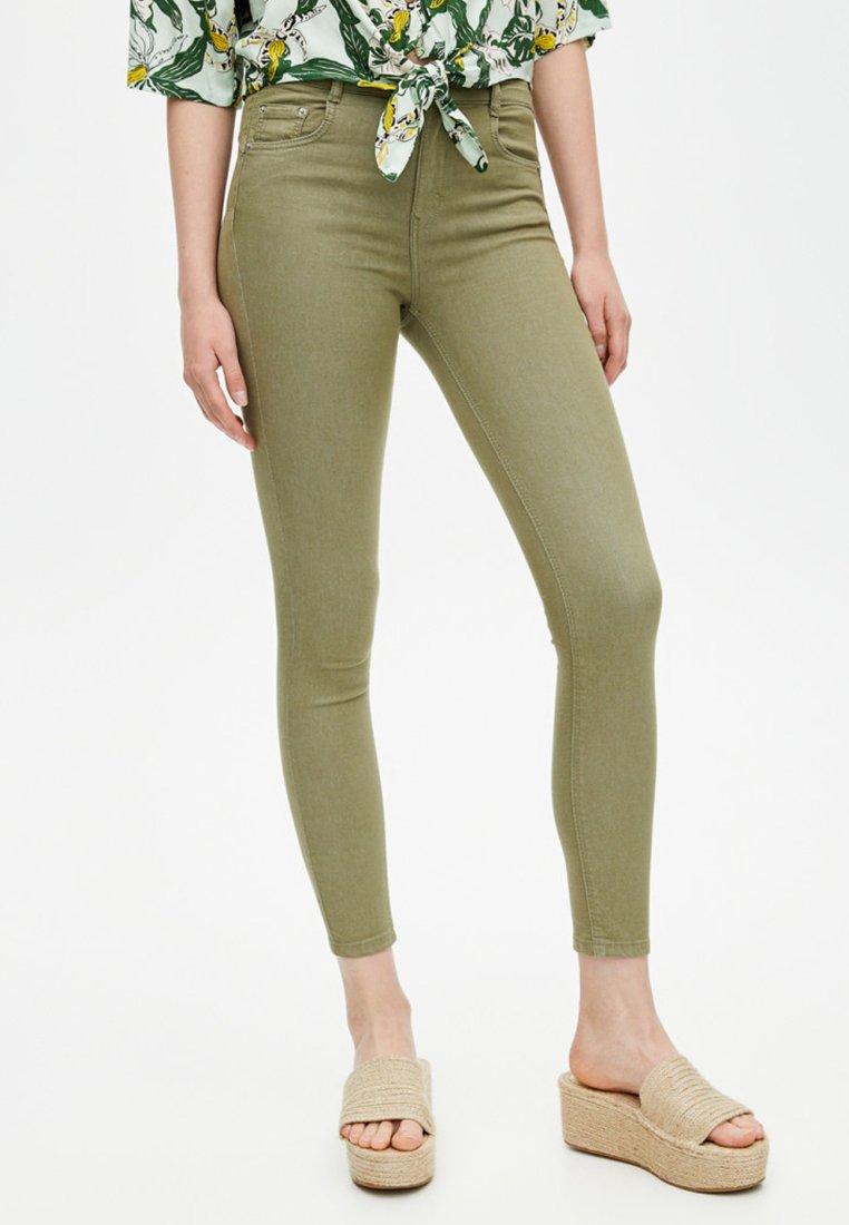PULL&BEAR - Jeans Skinny Fit - khaki