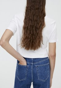 PULL&BEAR - MOM FIT - Straight leg jeans - blue - 4