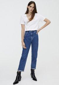 PULL&BEAR - MOM FIT - Straight leg jeans - blue - 1
