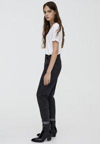PULL&BEAR - MOM FIT - Straight leg jeans - black - 3