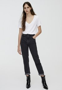 PULL&BEAR - MOM FIT - Straight leg jeans - black - 1