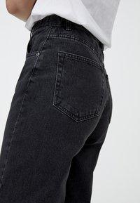 PULL&BEAR - MOM FIT - Straight leg jeans - black - 4