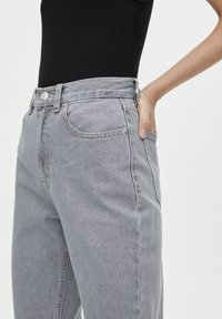 PULL&BEAR - BASIC-MOM - Slim fit jeans - grey - 4