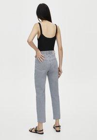 PULL&BEAR - BASIC-MOM - Slim fit jeans - grey - 2