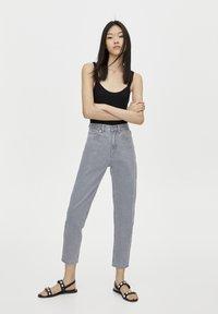 PULL&BEAR - BASIC-MOM - Slim fit jeans - grey - 1