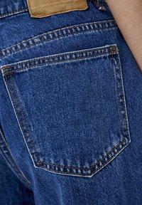 PULL&BEAR - BASIC-MOM - Jeansy Slim Fit - mottled blue - 4