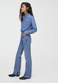PULL&BEAR - MIT HOHEM BUND - Jeans straight leg - blue denim - 3