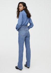PULL&BEAR - MIT HOHEM BUND - Jeans straight leg - blue denim - 2
