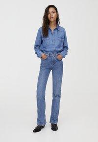 PULL&BEAR - MIT HOHEM BUND - Jeans straight leg - blue denim - 1