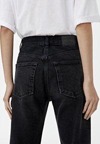 PULL&BEAR - MIT HOHEM BUND - Straight leg jeans - black - 3