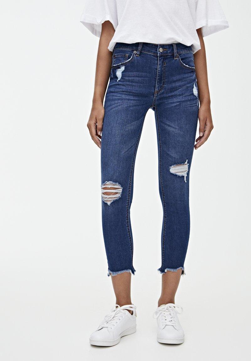 PULL&BEAR - MIT HALBHOHEM BUND UND RISSEN  - Jeansy Skinny Fit - dark blue