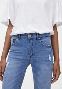 PULL&BEAR - MIT HALBHOHEM BUND UND RISSEN  - Jeans Skinny Fit - blue - 4