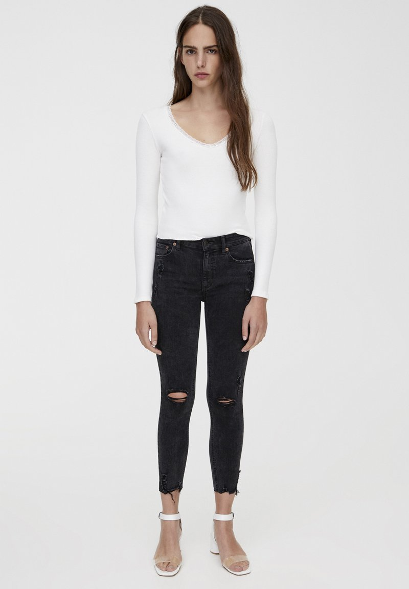 PULL&BEAR - MIT HALBHOHEM BUND UND RISSEN  - Jeansy Skinny Fit - black