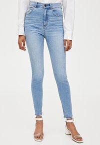 PULL&BEAR - MIT HOHEM BUND - Jeans Skinny Fit - blue - 0